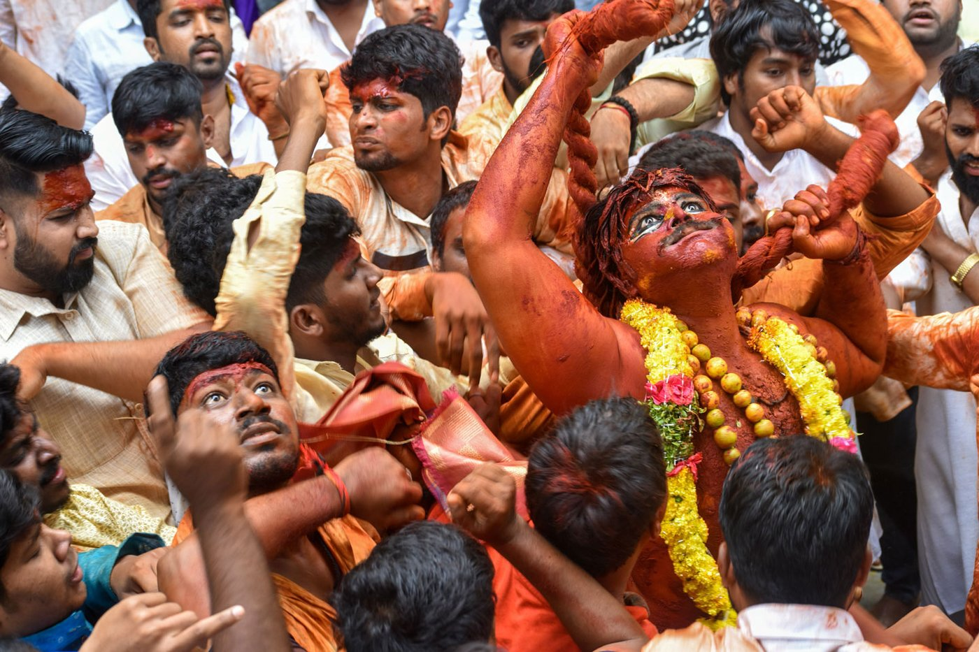 Posani Ashwin as Pothraj surrounded by devotees