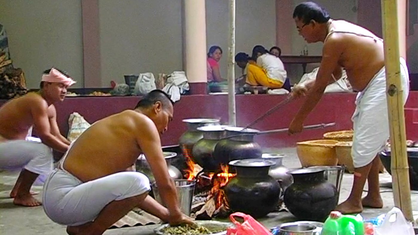 The Bamon or 'sacred cook' is an integral part of any feast for the Meiteis of Manipur. High demand has given rise to 'chakshangs' or kitchens, which cater elaborate meals – featured in this film