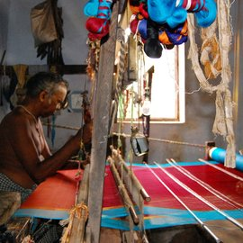01-An-old-weaver-in-Arani(Feature Image)-AK-The warp, the weft, and the waning loom.jpg