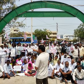 Farmers protesting infront of the Officer of the Commissioner, Agricultural Department