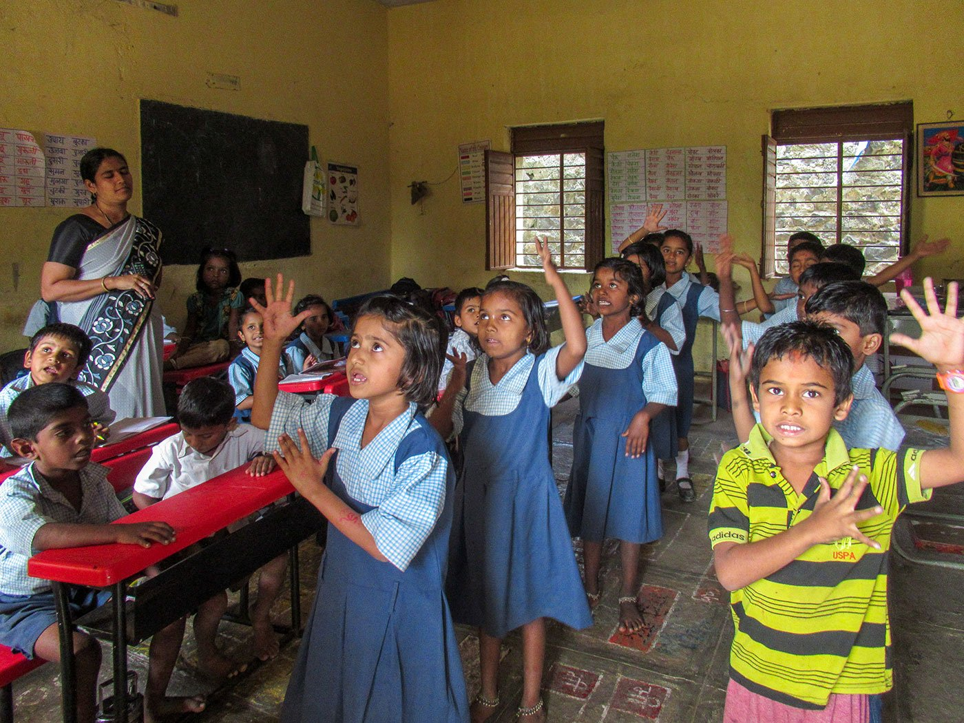 Saknewadi school where the teacher Samipata Dasfalkar turns on the TV and kids perform the song