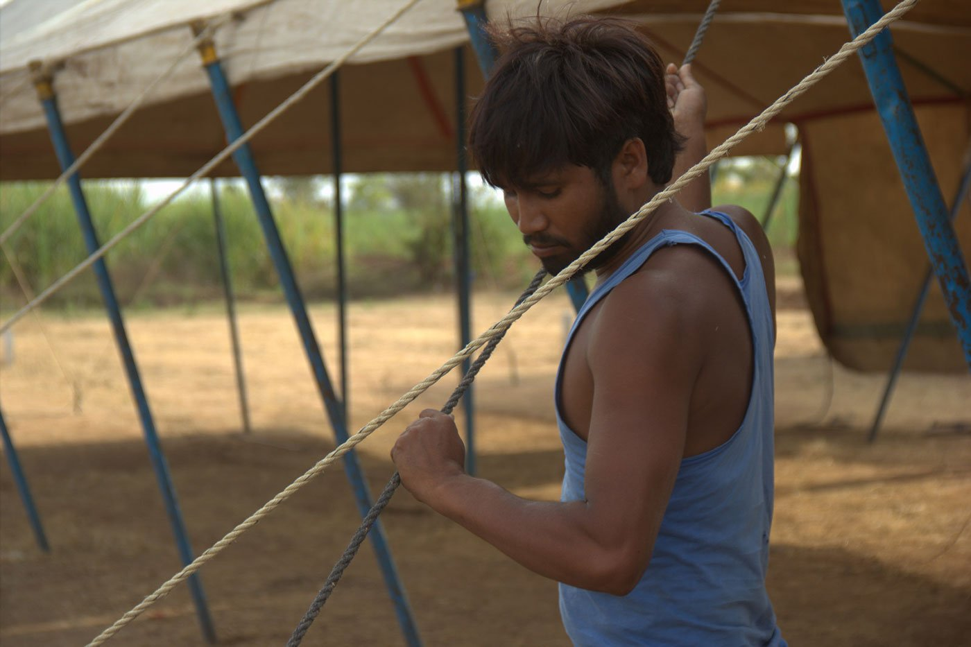 Lallan Paswan from Aumau village, Lucknow district, UP works on the tents on 4 May 2018 in Karavadi village, Satara district, in western Maharashtra