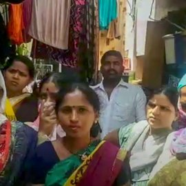 Gayabai Chavan (left) and Alka Dake were turned away by shopkeepers under the pretext that their BPL ration cards were invalid