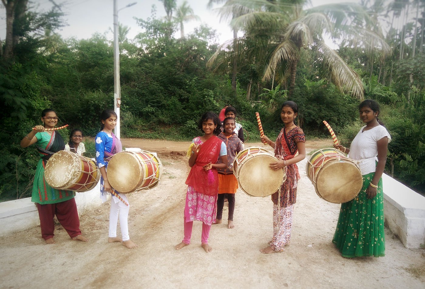 Girls playing the dollu kunitha