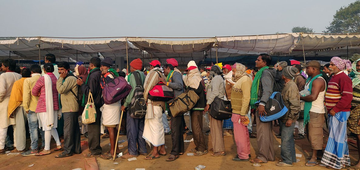 Farmers waiting to get the breakfast at Ram Leela Maidan early in the morning at 7.30 AM