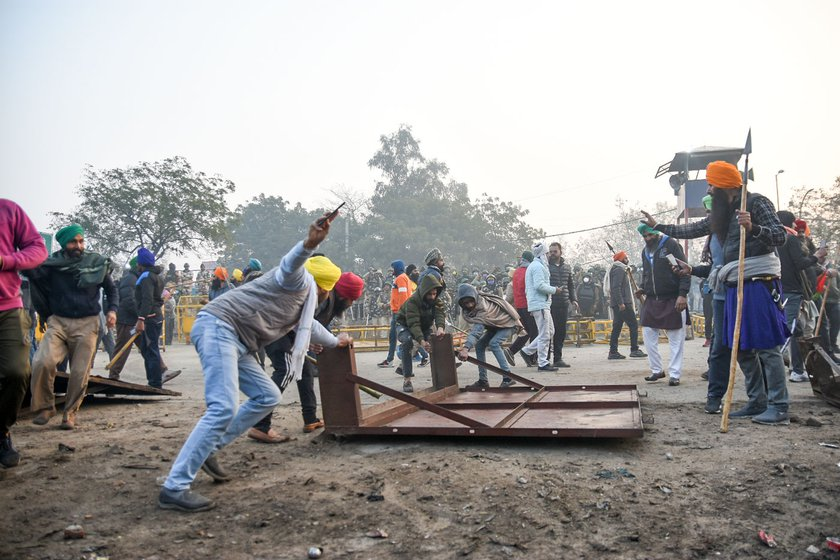 Around 7:45 a.m. at the Singhu border. A group of farmers break down barricades and wagons before starting their tractors along the parade route. The breakaway groups launched their 'rally' earlier and breaking the barricades caused confusion amongst several who thought this was the new plan of the leadership.