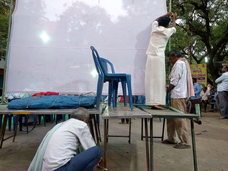 Rekhanara Kotilingam, Vanaparthi Koteswara Rao and Rekhanara Hanumantha Rao setting up the screen for the puppet show
