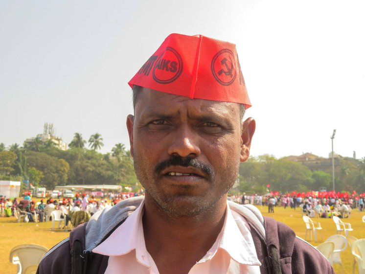 Kailash Khandagale (left) and Namdev Bhangre (pointing) were among the many Koli Mahadev Adivasis at the Mumbai sit-in against the farm laws
