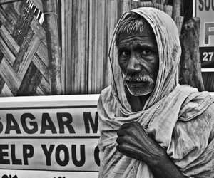 Old man separated from his family in Gangasagar fair