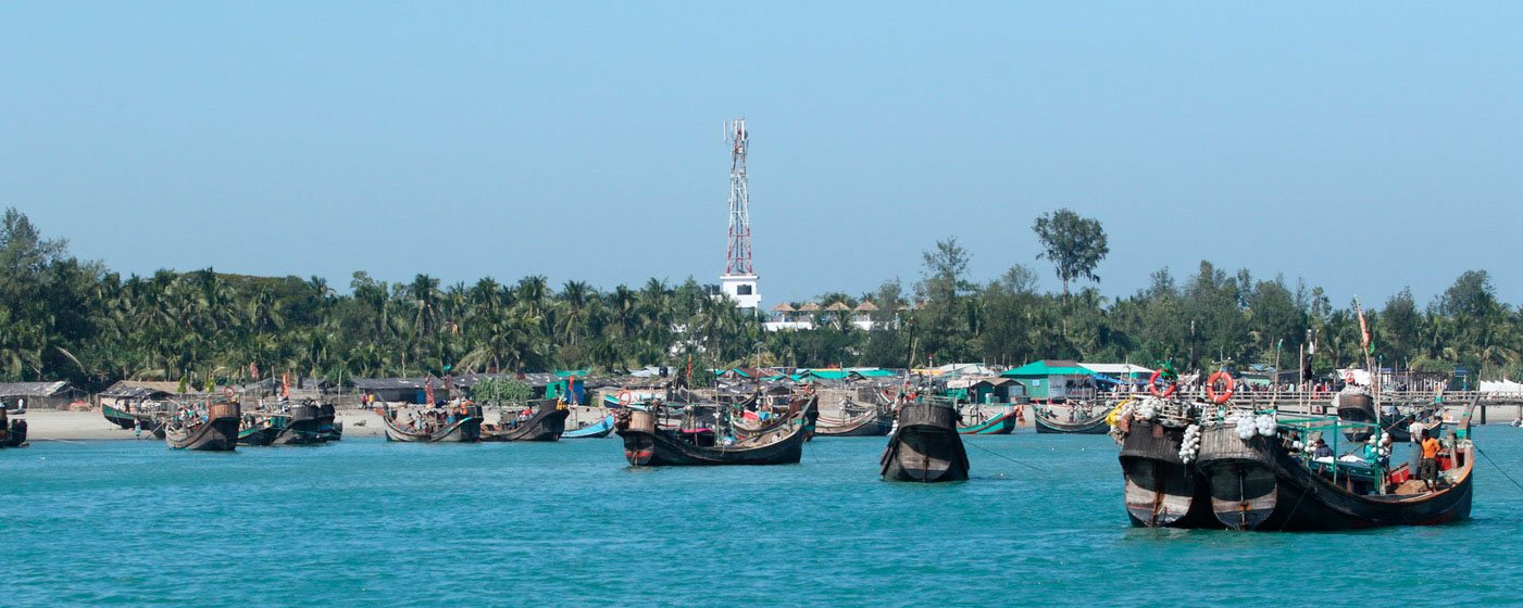 Fishing boats engaged in sabar near Jambudwip