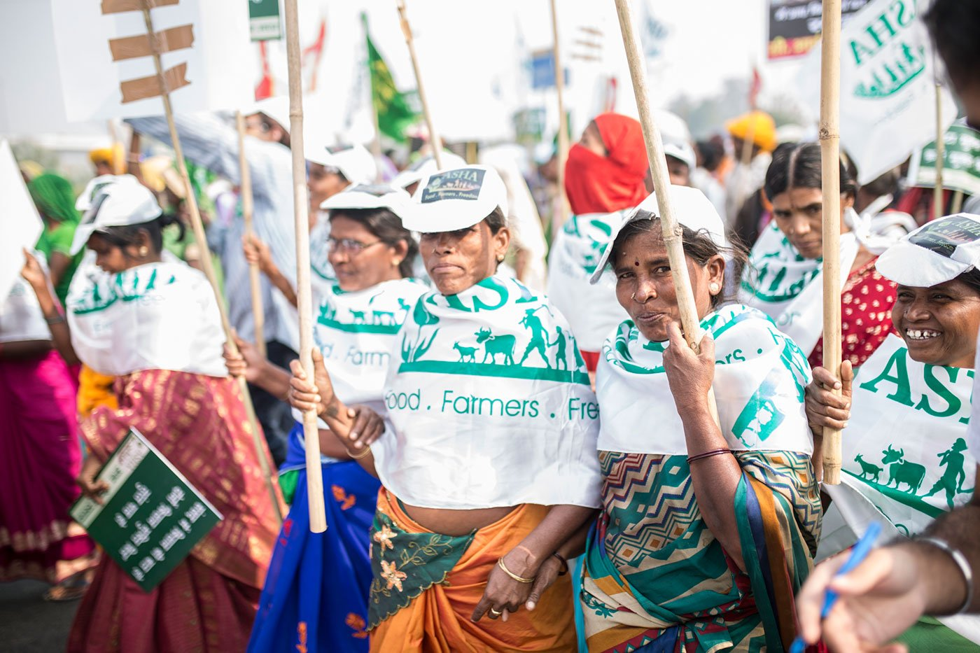 Women farmers fro MP marching from Gurudwara Shri Bala Sahibji to Ramlila