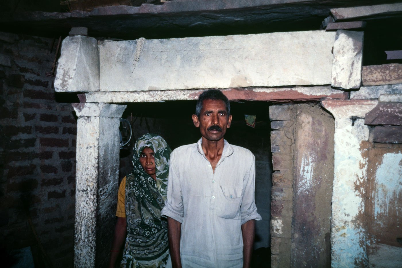 Mangi Lai Jatav and his wife in Naksoda village in Dholpur district