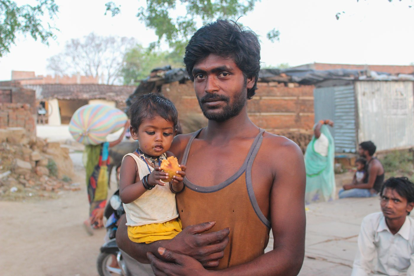 Boatman Chunnu Nishad with his daughter in Kewatra; he doesn't have a ration card even after applying for it thrice