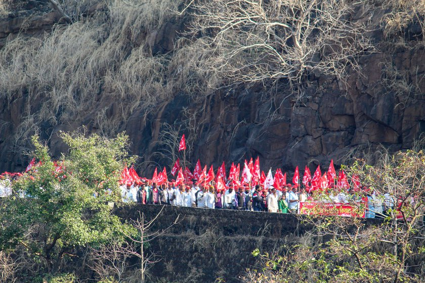 The protesting farmers walked down the Kasara ghat raising slogans against the new farm laws