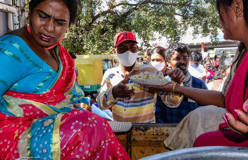 At Bengaluru railway station, Arundhati G. Hegde (in pink saree) and other members of Karnataka Mangalamukhi Foundation, a collective of transgender persons, served steaming rice pulao to the travelling protestors