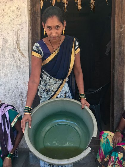 Pratiksha Padwale showing contaminated tap water