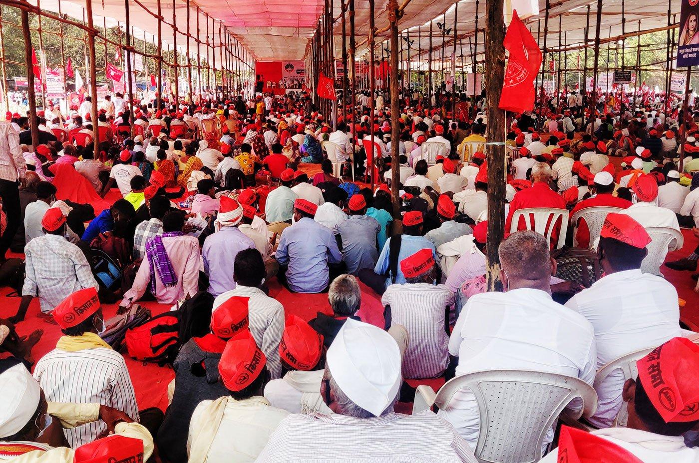 The farmers protesting against the farm bill 2020