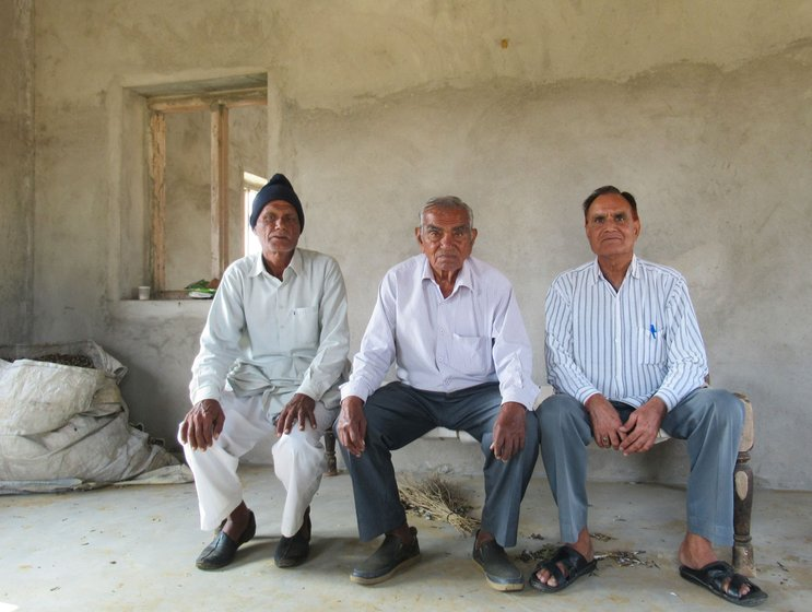 Left: Dharampal Saharan of Gajuvas village says, 'I am not sowing chana because there is no rain after September'. Right: Farmers in Sadinsar village speak of the changing weather – Raghubir Bagadiya (also a retired army captain), Narain Prasad (former high school lecturer) and Shishupal Narsara (retired school principal)