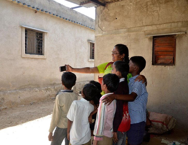 Sunita Bhosale in Karade village with children from Pardhi community. She works for their education
