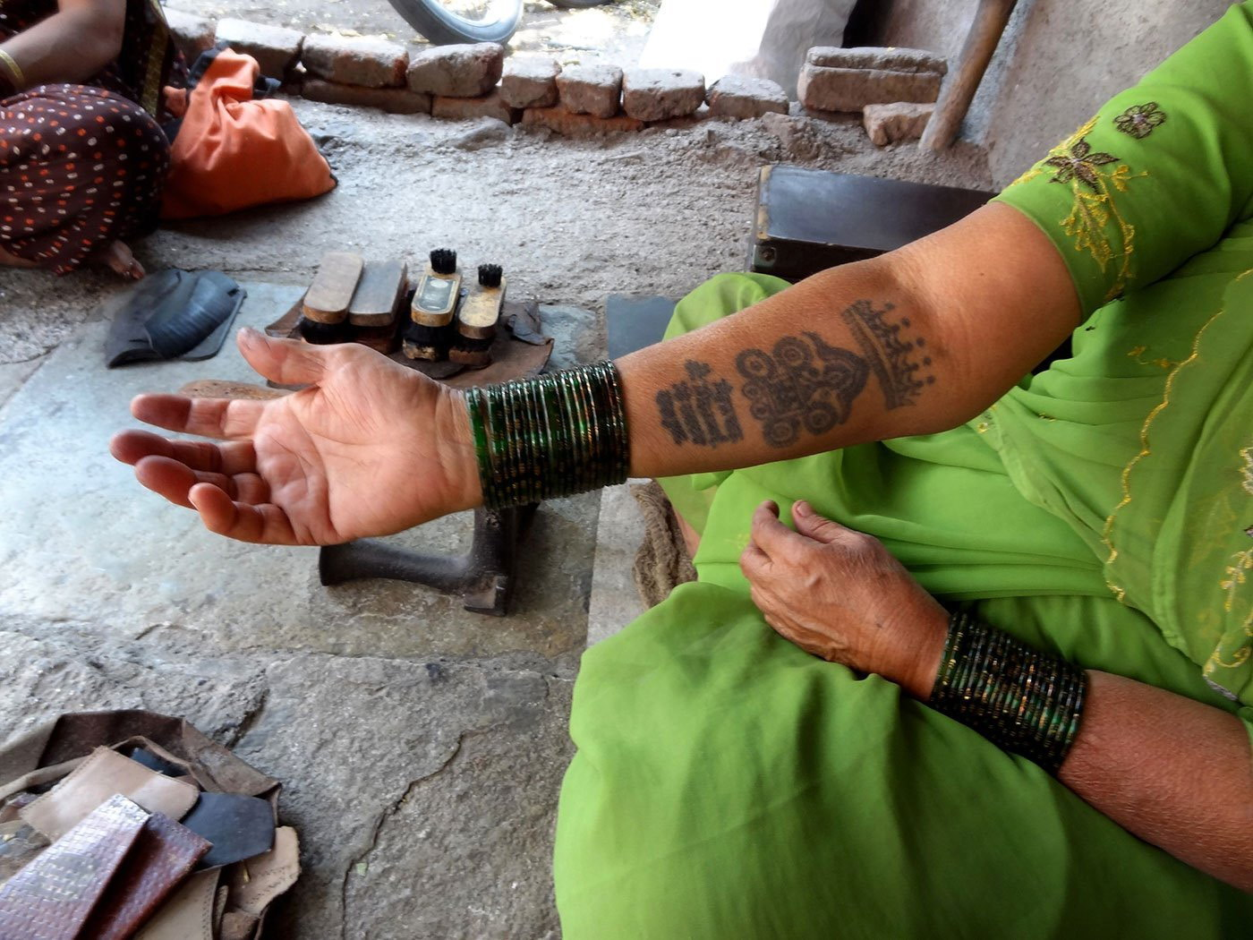 07-Bhamabai_Tattoo2_DSC01565-NW-Fixing Straps and Mending Soles.jpg