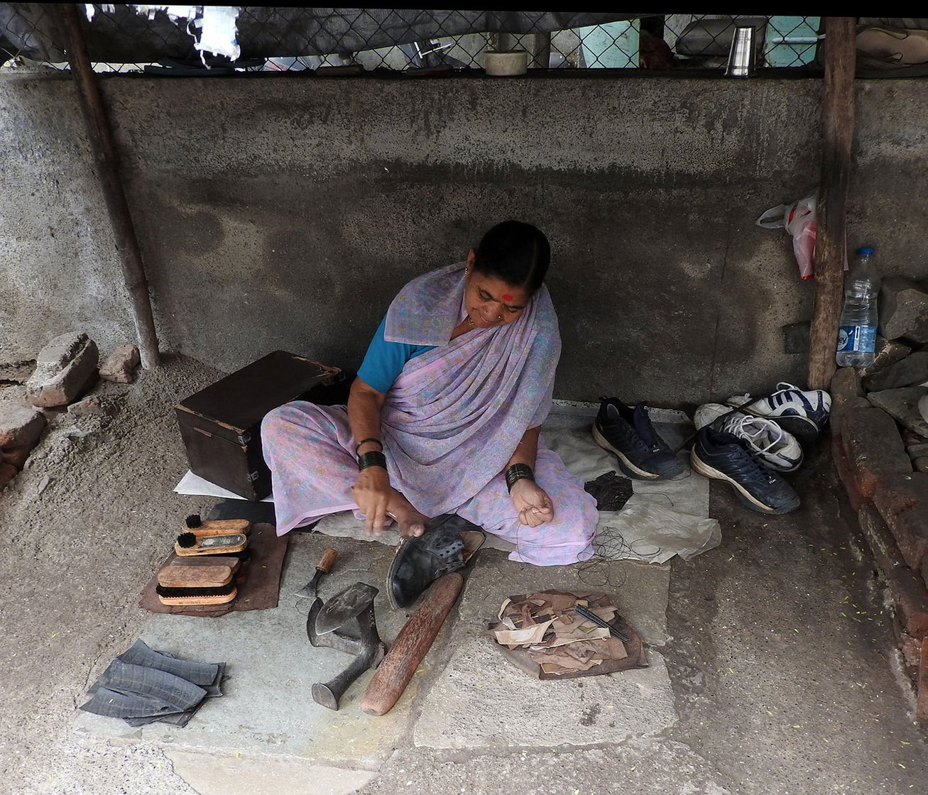 08-Bhamabai_BlackShoe1_DSCN1471(Crop)-NW-Fixing Straps and Mending Soles.jpg
