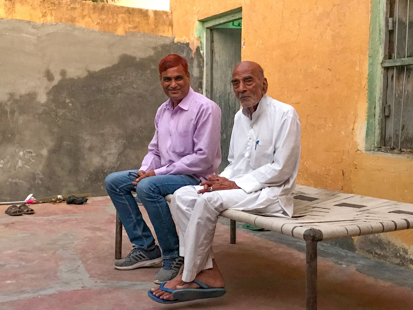 Writer-farmer Dularam saharan (left) of Bharang village at the house of well-known veteran columnist Madhavji Sharma, in Churu town: 'Kambal and coat ka jamaana chala gaya'