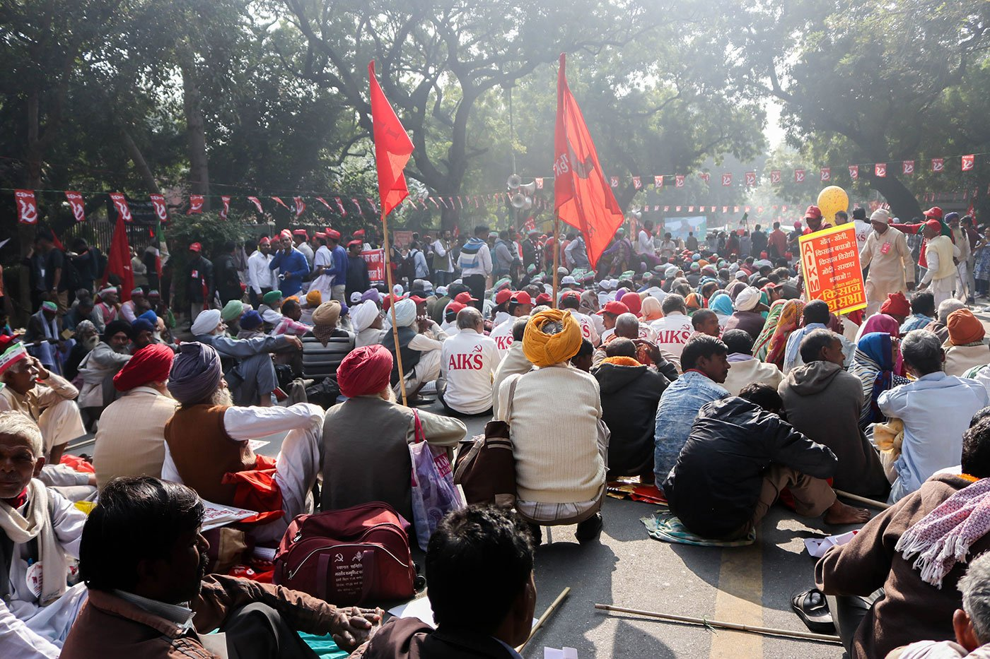 Farmers sitting at the Parliament Street listening to the speeches of various leaders.