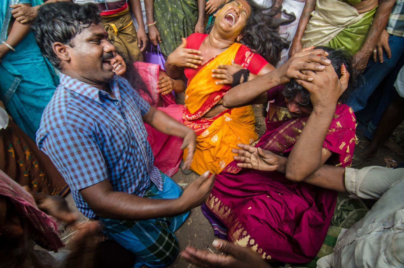 Aravanis beat their chests and hit their heads, expressing pain over Aravan's sacrifice.