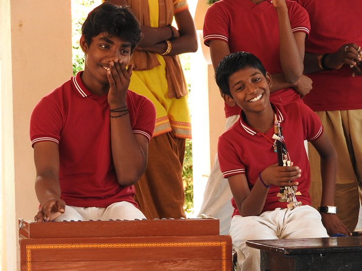 Left: R. Balaji on harmonium and P. Sasikumar on mukavinai laughing heartily