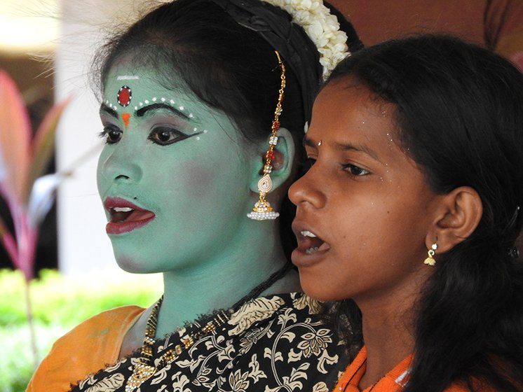 Bharathi and Sivaranjani: perfectly synchronised singing