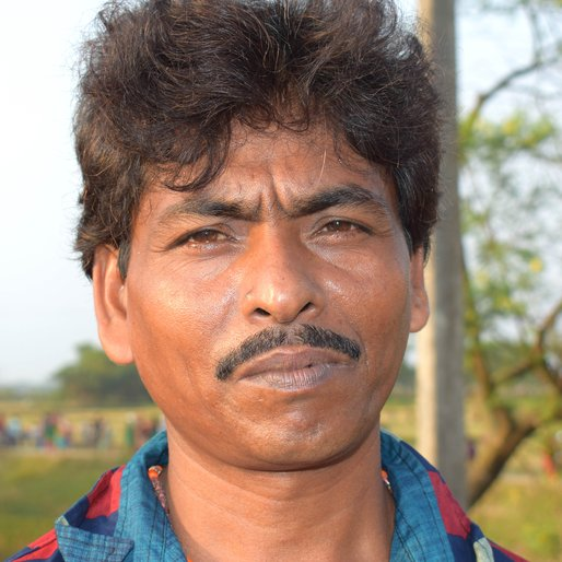 JAHAR MISTRY is a Bricklayer and folk singer from Ishwaripur, Mograhat - II, South 24 Parganas, West Bengal