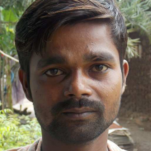 UJJAL MAJHI is a Driver from Tisa, Chanditala II, Hooghly, West Bengal