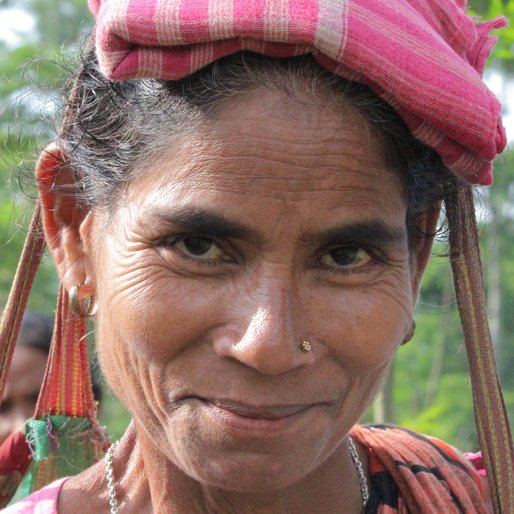 SAIRA BANU is a Tea garden worker from Subarnapur, Mal, Jalpaiguri, West Bengal