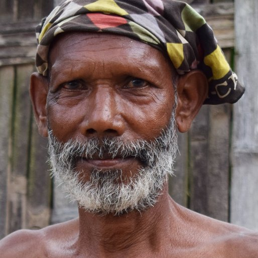LAATE KUJUR is a Labourer from Sona Chandi, Kharibari, Darjeeling, West Bengal