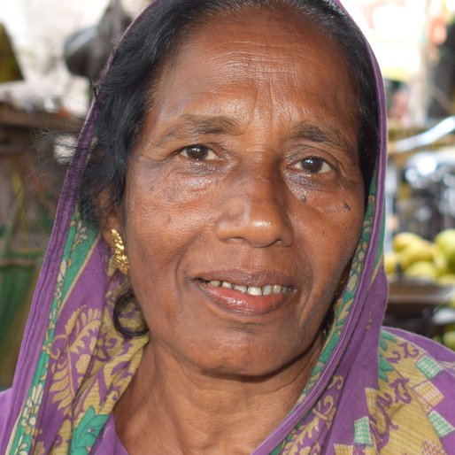 Jarina Bibi is a Fruit vendor from Sultanganja, Bishnupur - I, South 24 Parganas, West Bengal