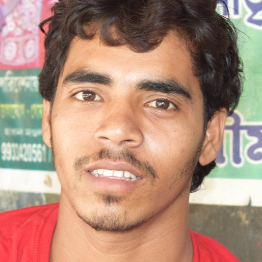 ANSAR MONDAL is a Farmer and fruit vendor from Rajgara, Baruipur, South 24 Parganas, West Bengal