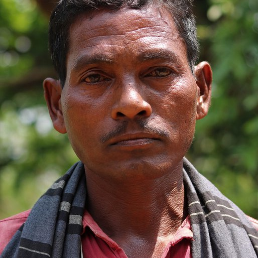 Arata Munda is a Daily wage labourer from Kusunpur, Sukruli, Mayurbhanj, Odisha
