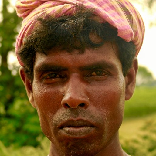 JAHAN NABI MONDAL is a Labourer from Mahatpur, Chapra, Nadia, West Bengal