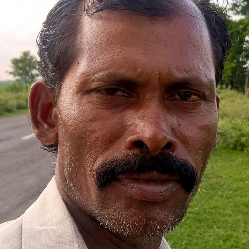 KARTHIK PRAMANICK is a Agricultural labourer from Sonapukur, Chapra, Nadia, West Bengal