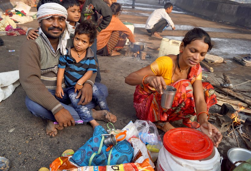 Rajendra Shinde and his wife Sonali with their child in search of work