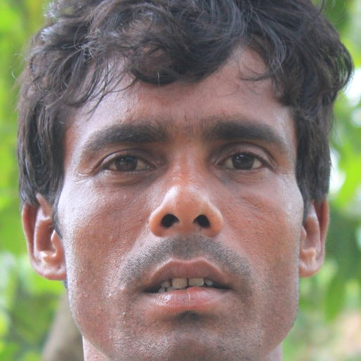Gunadhar Dolui is a Wage labourer from Kumarhat, Khanakul-II, Hooghly, West Bengal