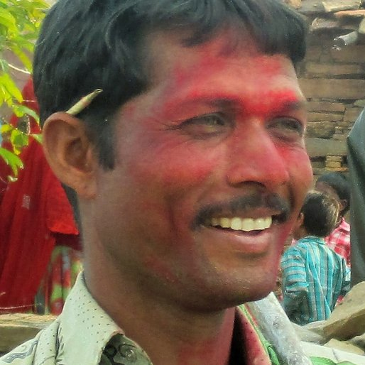 HANSRAJ GAMETI is a Construction labourer from Bagdunda, Gogunda, Udaipur, Rajasthan