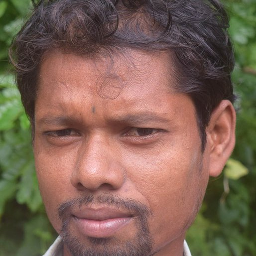 Hara Laskar is a Daily wage labourer from Madhusudanpur, Kakdwip, South 24 Parganas, West Bengal