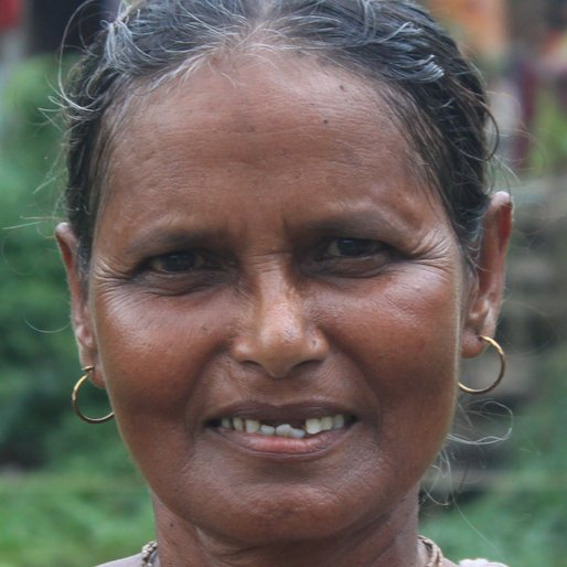 KAMALA PANJA is a Homemaker from Khosmura, Domjur, Howrah, West Bengal