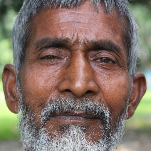 Jubba Sheikh is a Daily wage labourer from Choa, Hariharpara, Murshidabad, West Bengal