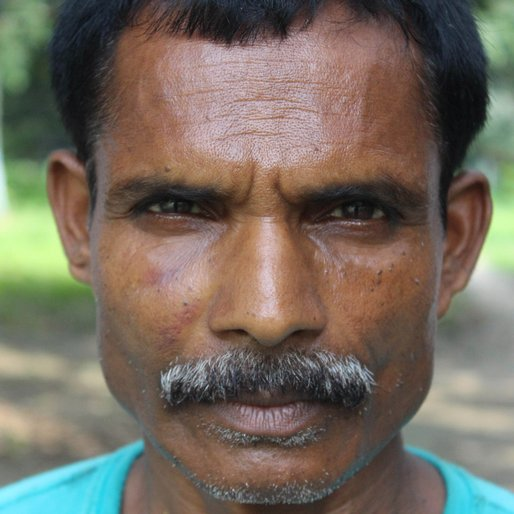 Sukuruddin Sardar is a Daily wage labourer from Choa, Hariharpara, Murshidabad, West Bengal
