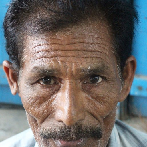 Abdus Sattar is a Carpenter from Choa, Hariharpara, Murshidabad, West Bengal
