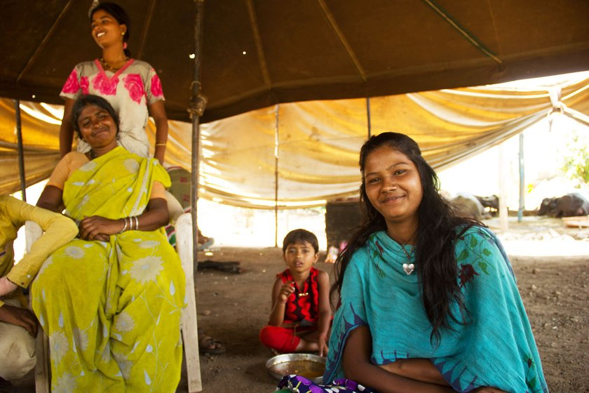Jyotsna (left) and Kajal Shinde (right, in blue) at a stop in Karavadi village of Satara district: the sisters support their family of eight with their earnings
