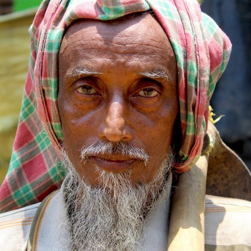 Abu Taher is a Daily wage labourer from Noapara, Kandi, Murshidabad, West Bengal