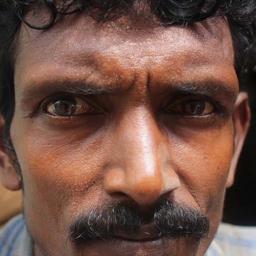 Azrul Khan is a Daily wage labourer from Islampur (town), Raninagar-I, Murshidabad, West Bengal